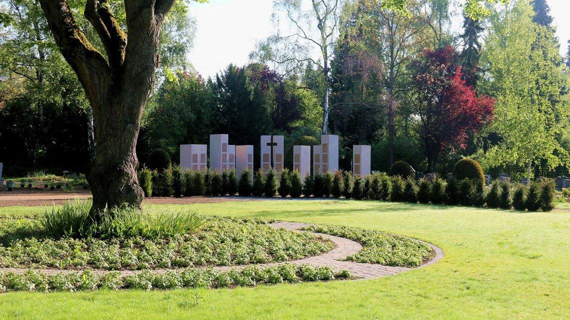 Schön gestaltet hat das Team des Grünflächenamts das neue Gräberfeld A 16 auf dem Biebricher Friedhof. Bild: Grünflächenamt