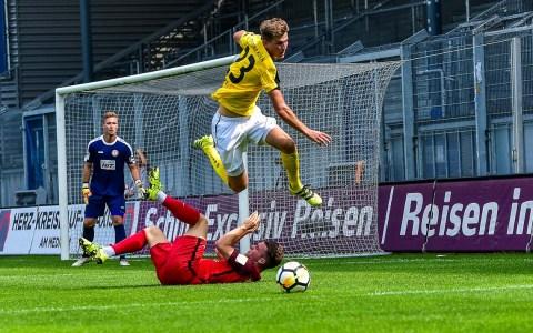Archivbild: Saison 2017/20018, sechster Spieltag. Ein Handelfmeter rettet SV Wehen Wiesbaden ins Unentschieden.