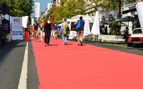 Taunusstraßenfest 2014, Aktionen auf und um den roten Teppich. Archivbild: Volker Watschounek