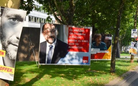 Wahlplakate auf dem Kaiser-Friedrich-Ring. Bild: Volker Watschounek