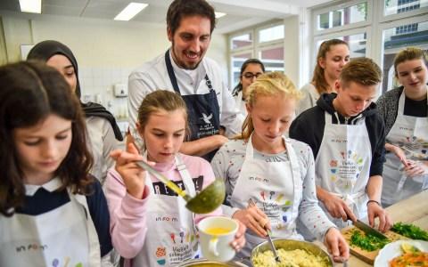 """Seit 2008 gibt es in Wiesbasden das Projekt """"Besser essen – besser lernen – besser drauf"""". Erstmals war im Vorfeld ein Schülerwettbewerb mit dabei – an dem sich 20 Schulen und sieben Carterer eier Fachjury stellten. Bild: Volker Watschounek"""
