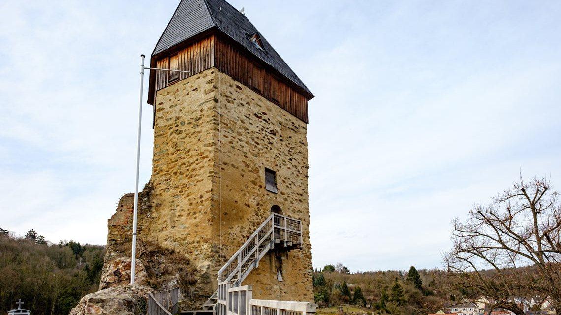 Weit reicht die Geschichte der Burg Frauenstein zurück. Sie wurde im 12. Jahrhundert durch Heinrich Bodo von Idstein errichtet. ©2017 Schermannski / Flickr
