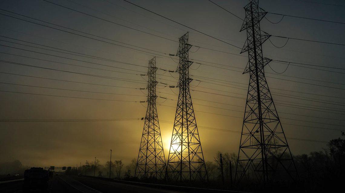 """Das ist eindeutig. Die Bildunterschrift verrät gleich: Das ist ein Symbolfoto. ;-) """"A foggy sunrise heading east on I 195."""" James Lösch / Flickr"""