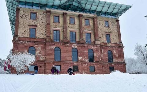 Wiesbaden versinkt im Schnee. Am Morgen war wieder der Winter da. Der Rodelspaß auf der Platte beginnt von neuem. ©2017 Volker Watschounek