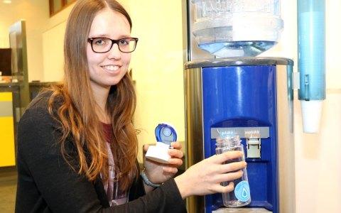 Für die ersten 300 Besucher des ESWE Energie Cenzters in der Kirchgasse gibt es am Tag des Wassers eine hochwertige Trinkflasche geschenkt. ©2018 ESWE Versorgung