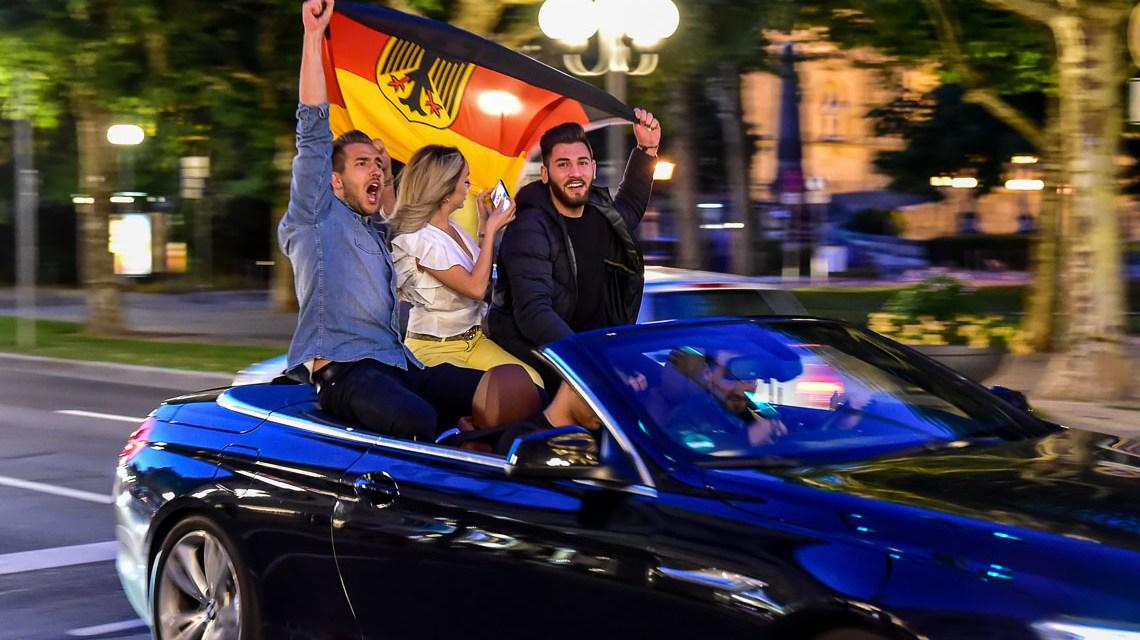 Deutschland schlägt Schweden 2:1 und Wiesbaden feiert