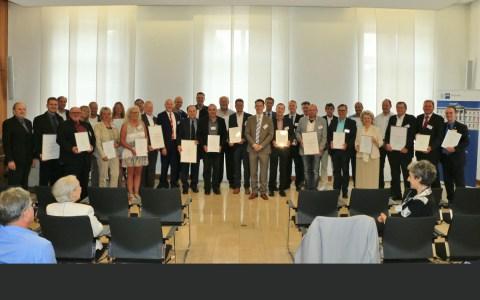 Die iHK Wiesbaden hat 27 traditionsreiche Unternehmen aus der IHK-Region Wiesbaden geehrt. ©2018 Theis