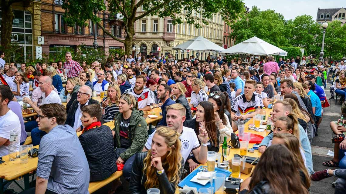 Public Viewing in Wiesbaden: Deutschland – Mexico