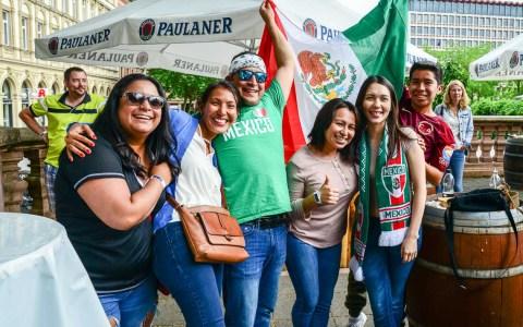 Mexiko feiert das 1:0 ©Volker Watschounek