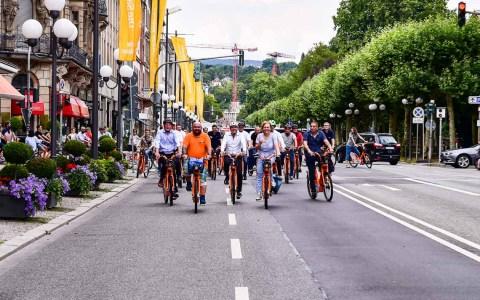 Am Bahnhof wurden die Fahrräder erstmals ausgeliehen, über die Bahnhofstraße, eine Runde über die Luisenstraße, Wilhelmstraße, Rheinstraße, Bahnhofstaße – ging es zum Dernschen Gelände. ©2018 Volker Watschounek