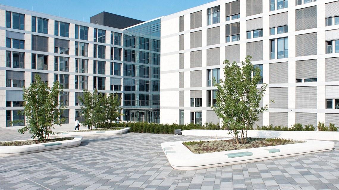 R + V Versichrungs AG am Raiffisenplatz. ©2018 R+V Versicherung