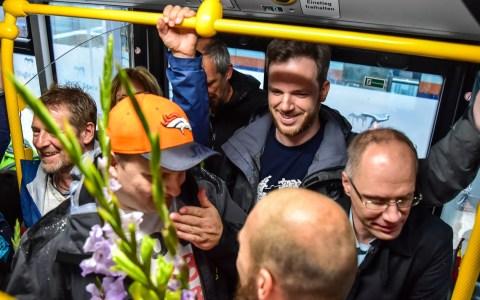 Wie viele Personen haben in einem Bus Platz. Simulation von enge. ©2018 : Volker Watschounek
