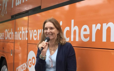 Symbolbild: Bus der Meinungsfreiheit in Karlsruhe ©2018 Hedwig von Beverfoerde