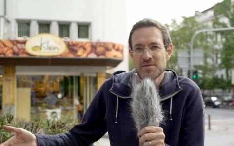 Auf ganz eigenen Weise erklärt Poetry-Slammer Thorsten Zeller, wie jede und jeder Einzelne in Wiesbaden für frischen Wind sorgen kann. ©2018 Stadt Wiesbaden / youtube