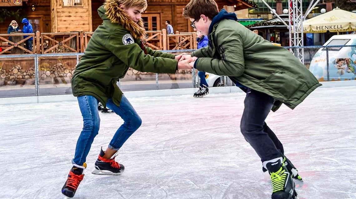 Eiszeit: Start frei für Wiesbadens Eisbahn am Staatsthetaer