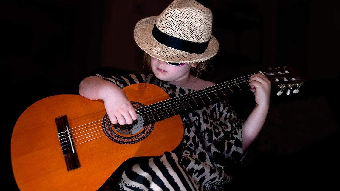 Ella aged 7. A singer-songwriter in the making ©2018 Mark Wheadon / Flickr / CC BY-SA 2.0