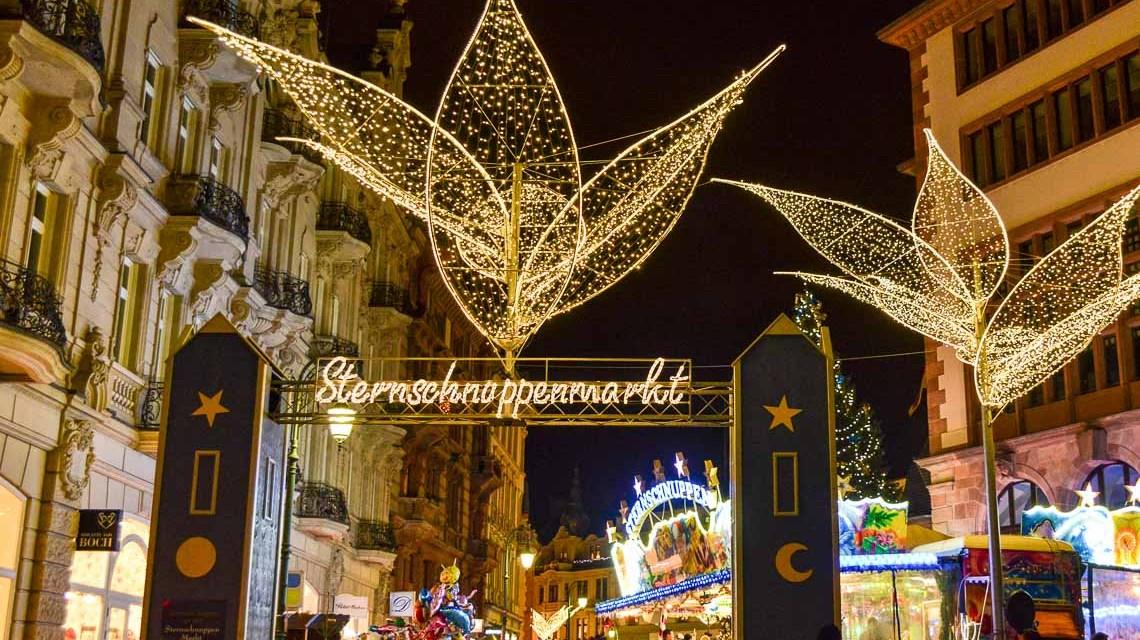 Der Weg zum Sternschnuppe Markt in Wiesbaden führt durch vier Tore. ©2018 Volker Watschounek