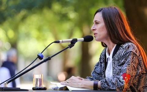 """María Cecilia Barbetta auf dem Erlanger Poetenfest 2018. Sie liest aus ihrem neuen Roman """"Nachtleuchten"""". ©2018 Amrei-Marie - Eigenes Werk, CC BY-SA 4.0"""