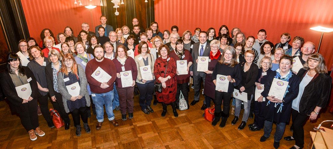 Teilnehmer der Gütesigel Verleihung. ©2019 Kultusministerium