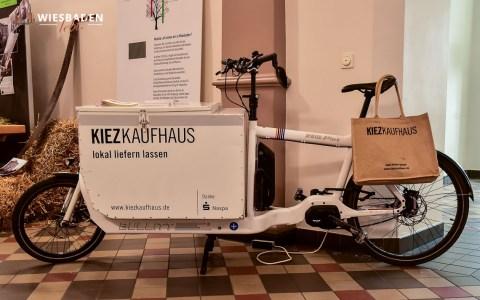 Cargo Bike, mit dem eBike liefert das Kietzkaufhaus sein Waren aus. Für den Handwerker ausreichend Platz beim schnelleEinsatz. ©2019 Volker Watschounek