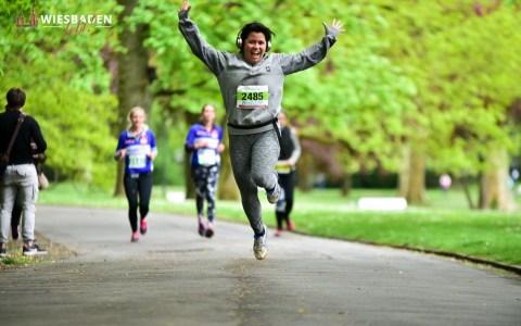 Zum dreizehnten Mal startete am Sonntag in Wiesbaden der Benefizlauf Charity Walk & Run zugunsten der Bärenherz Stiftung, Zwerg Nase Stiftung und Humanity First e.V. statt.