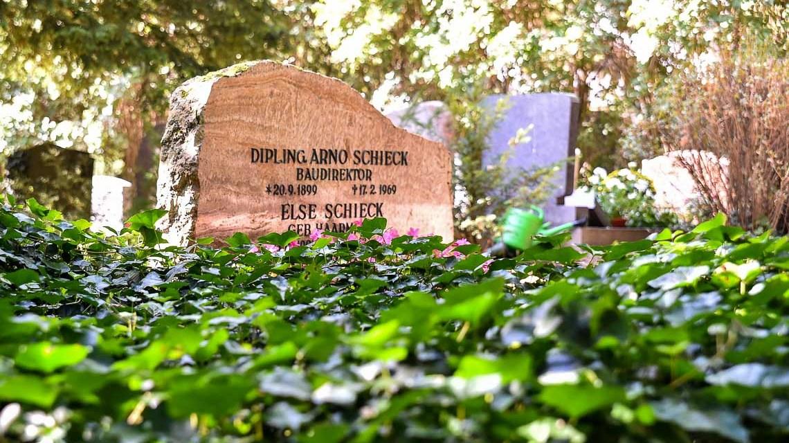 Symbolfoto: Grabmahl auf dem Südfriedhof.
