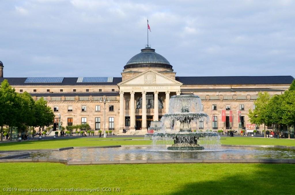 Das Kurhaus und die Spielnbank Wiesbaden. ©2019 www.pixabay.com © nathaliemeyer0 (CC0 1.0)