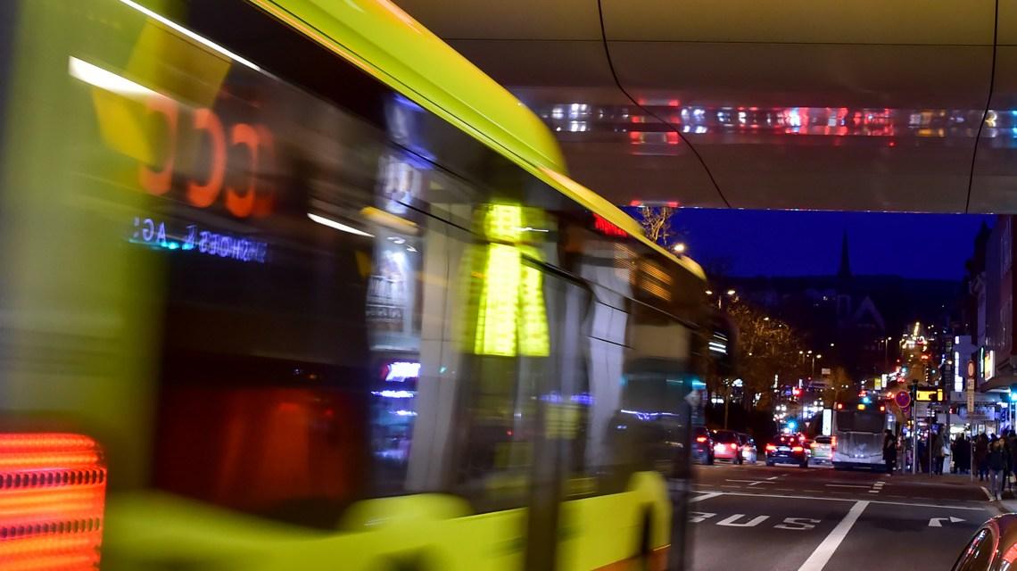 Nightliner, ÖPNV in Wiesbaden©2019 Volker Watschounek