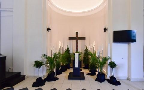 Trauerhalle auf dem Friedhof Biebrich. ©2019 Volker Watschounek