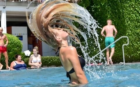 Hitze, im Schwimmbad am besten auszuhalten.