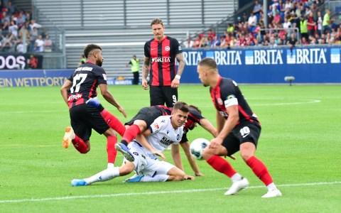 2. Fußball Bundesliga, 2019.2020, 1. Spieltag, SV Wehen Wiesbaden - Karlsruher SC, 1:2. ©2019 Volker Watschounek