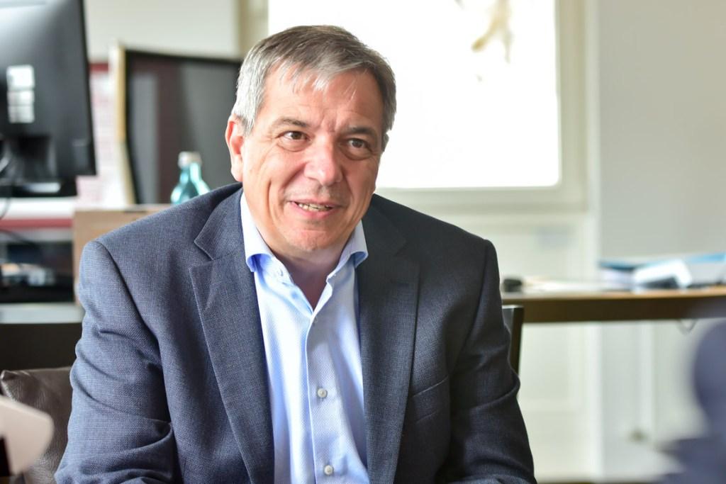 Oberbürgermeister Gert-Uwe Mende in sienem Büro