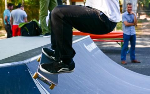Tim ist Stammgast in der Skaterhalle. Demnächst wird er aber sicher auch häufiger bei der Mini-Ramp vorbeischauen. Er ost begeistert! Foto: Volker Watschoune