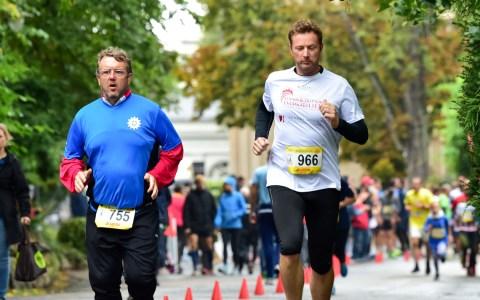 85 Mannschaften und 4 Einzelläufer sind am Wochenende im Kurpark Wiesbaden beim 15 Wiesbadener 25-Stumden-Lauf gestartet. Einige von Ihnen sind dabei zu Bestleistungen aufgelaufen.