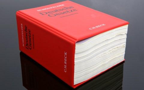 Gesetzbuch ©2019 Tim Reckmann | CC-BY-2.0 | Flickr