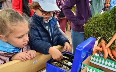 Kindermarkt auf dem Wochenmarkt