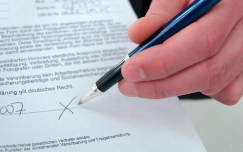 Unterschrift, Betrug, Haustürgeschäft. @2019 Polizeiberatung