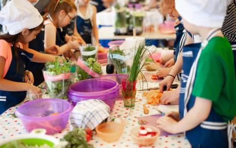 Kochende Kinder ©2020Andrzej Rembowski auf Pixabay