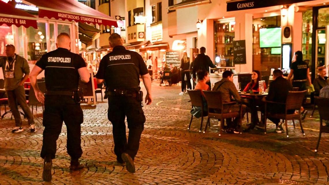 Stadtpolizei zieht am zweiten Anemd positive Bilanz. Foto: Volker Watschounek