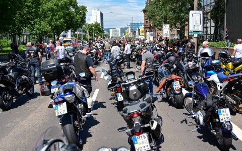 10000 Motoradfahreer legen Wiesbaden lahm