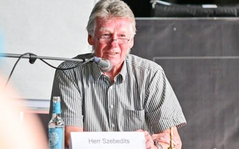 Ernst Szebedits begrüßt die Teilnehmer