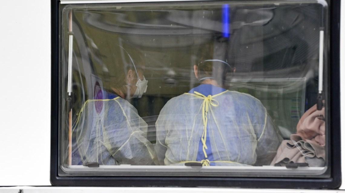 Hochzeit, Testzentrum an der Paulinen Klinik, Blickj in ins Untersuchungszimmer Foto: Volker Watschounek