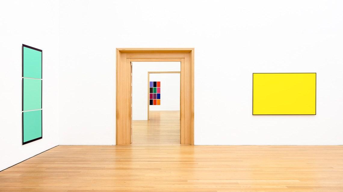 Blick in die Ausstellung. Foto: Museum Wiesbaden / Christoph Boeckheler