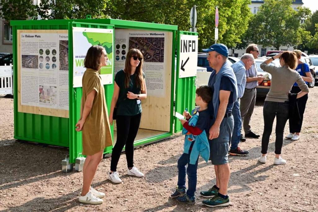 Lilian Hurth und Nina Mans vin Seiten der Stadt im Gespräch mit Malte Schweiger. Foto: Volker Watschounek