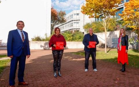 Kultusminister Lorz verleiht DKMS-Schulsiegel