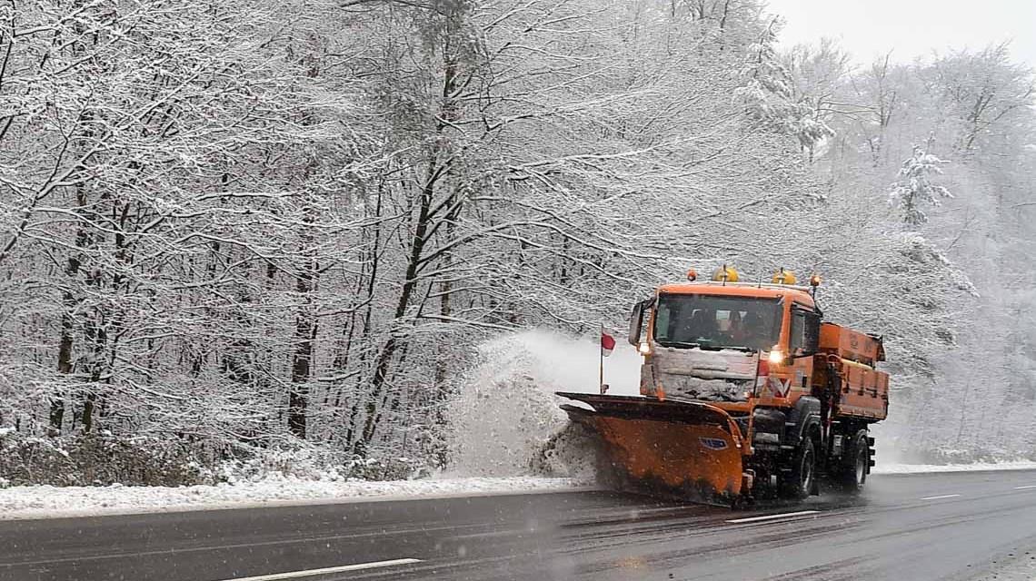 Winterdienst auf der Platte (Archivfoto)