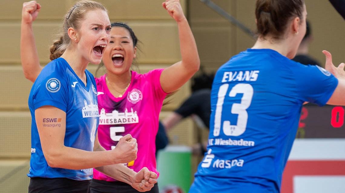 VCW: Tanja Großer freut sich über den Punkt.