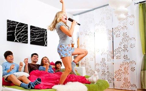 Spielen und Karaoke macht Spaß