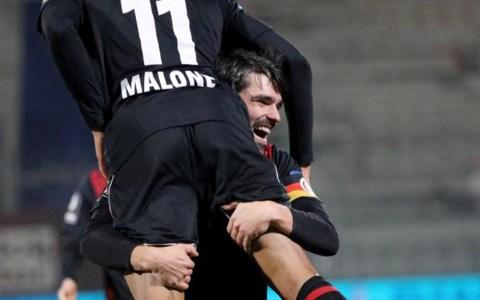 Sascha Mockenhaupt feiert Maurice Malone