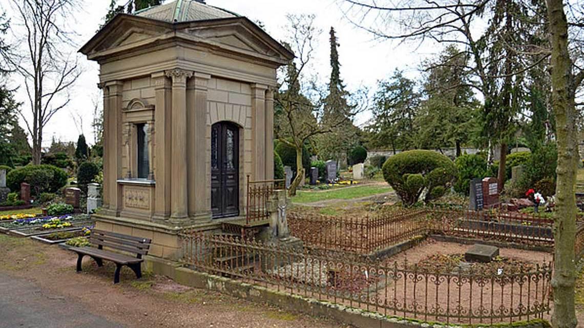 OB Mende besichtigt Sanierungsarbeiten am Mausoleum Kreitz